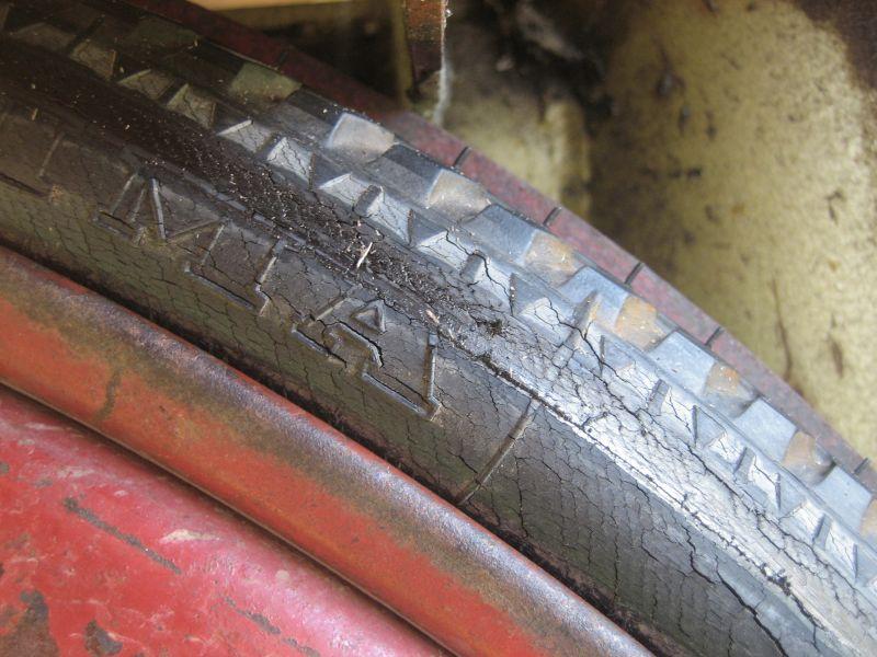 Reifen rissig11.jpg
